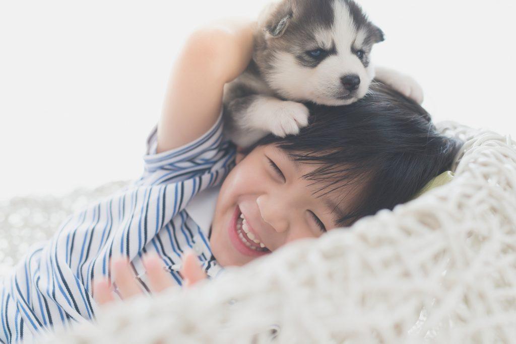 子犬と子ども