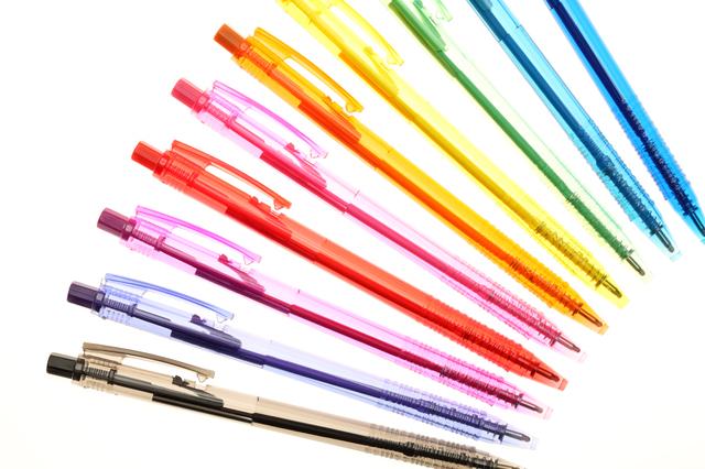 カラフルなボールペン
