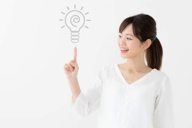 アイデアを出す女性