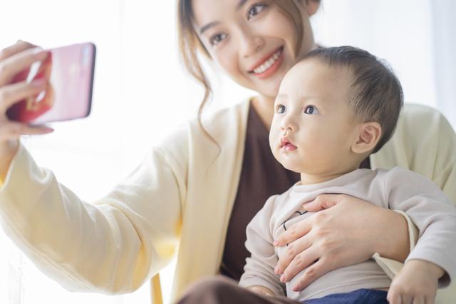 コンテンツを見る赤ちゃん