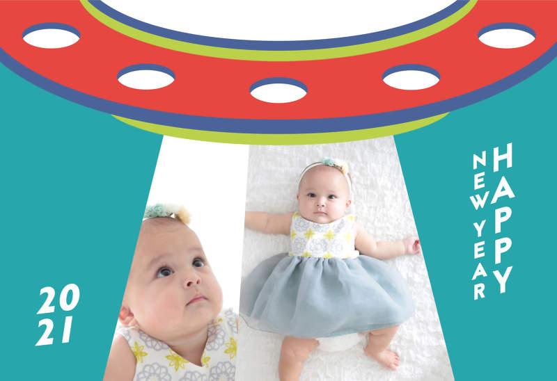 UFOから舞い降りたように見える赤ちゃんの写真