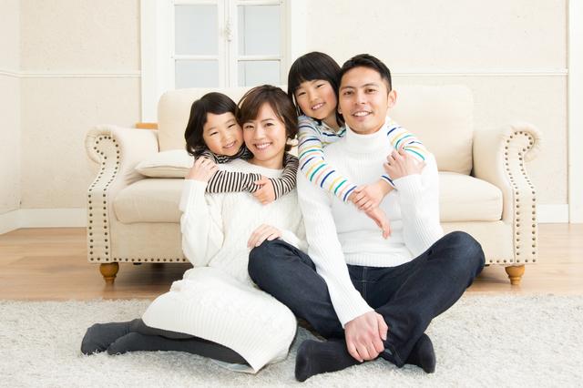 家族写真 シンプルな背景